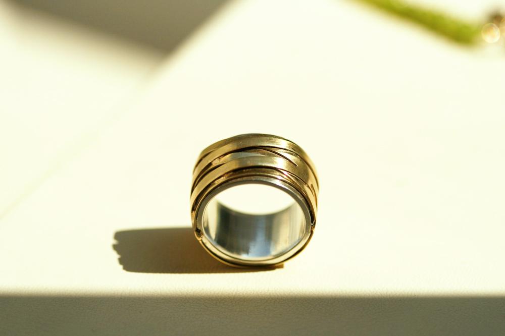 Melanconia. Ring