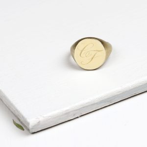 Customized minimalist signet chevalier ring handmade in yellow gold _ maschio gioielli milano (2)