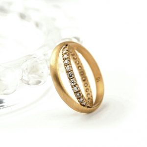 """Io"" ring _ Yellow gold with ice diamonds"