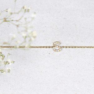 Bracciale con catena sottile e lettera - iniziale in pavé di diamanti _ maschio gioielli milano