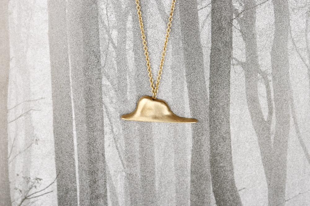 L'elefante innamorato. Gold necklace