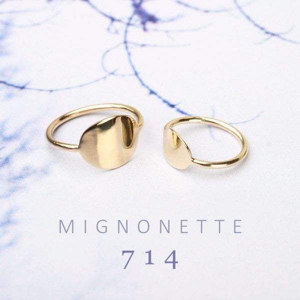 Minimalist gold rings with curved plate to be engraved _ maschio gioielli milano (3)