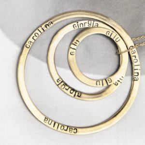 Ciondoli a cerchio personalizzati con il proprio testo in tre diametri _ oro giallo _ maschio gioielli milano