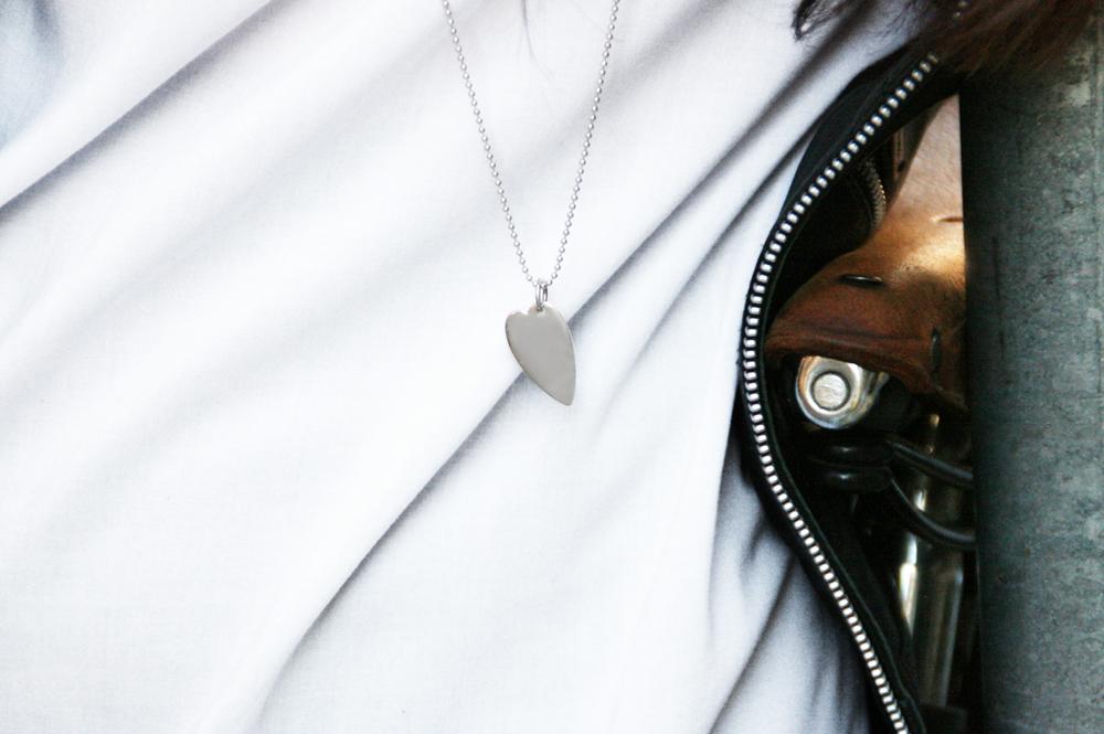 Il culetto e Margherita. Silver pendant