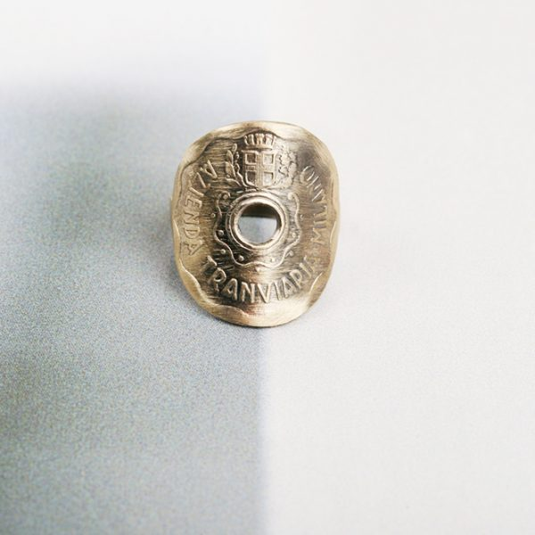 Yellow gold ring with vintage token (5)
