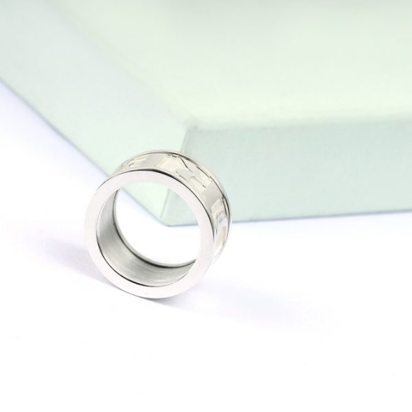 White silver Unisex Large Band Ring with customized 3d tridimensional text _ maschio gioielli milano (1)