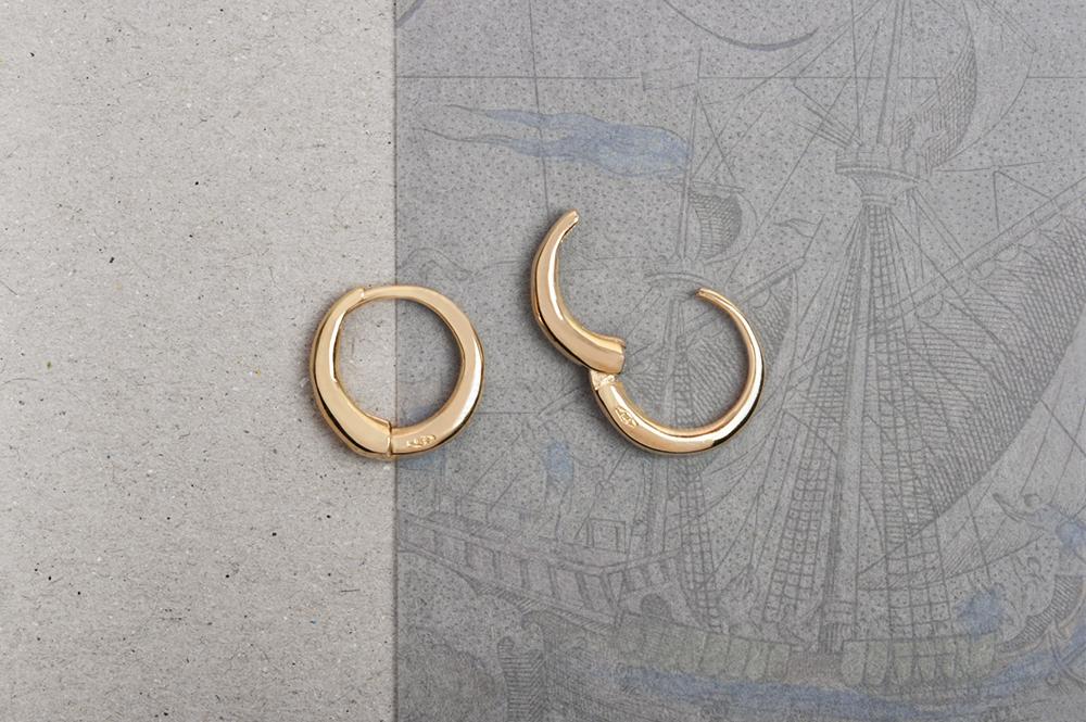 Jolly Roger. Single earring