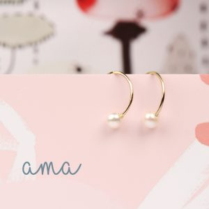 Minimalist gold hoop earrings with white pearls _ maschio gioielli milano