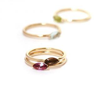 Anelli minimal componibili in oro con pietre naturali taglio navette _ acquamarina, tormalina, quarzo fumè o peridoto _ maschio gioielli milano