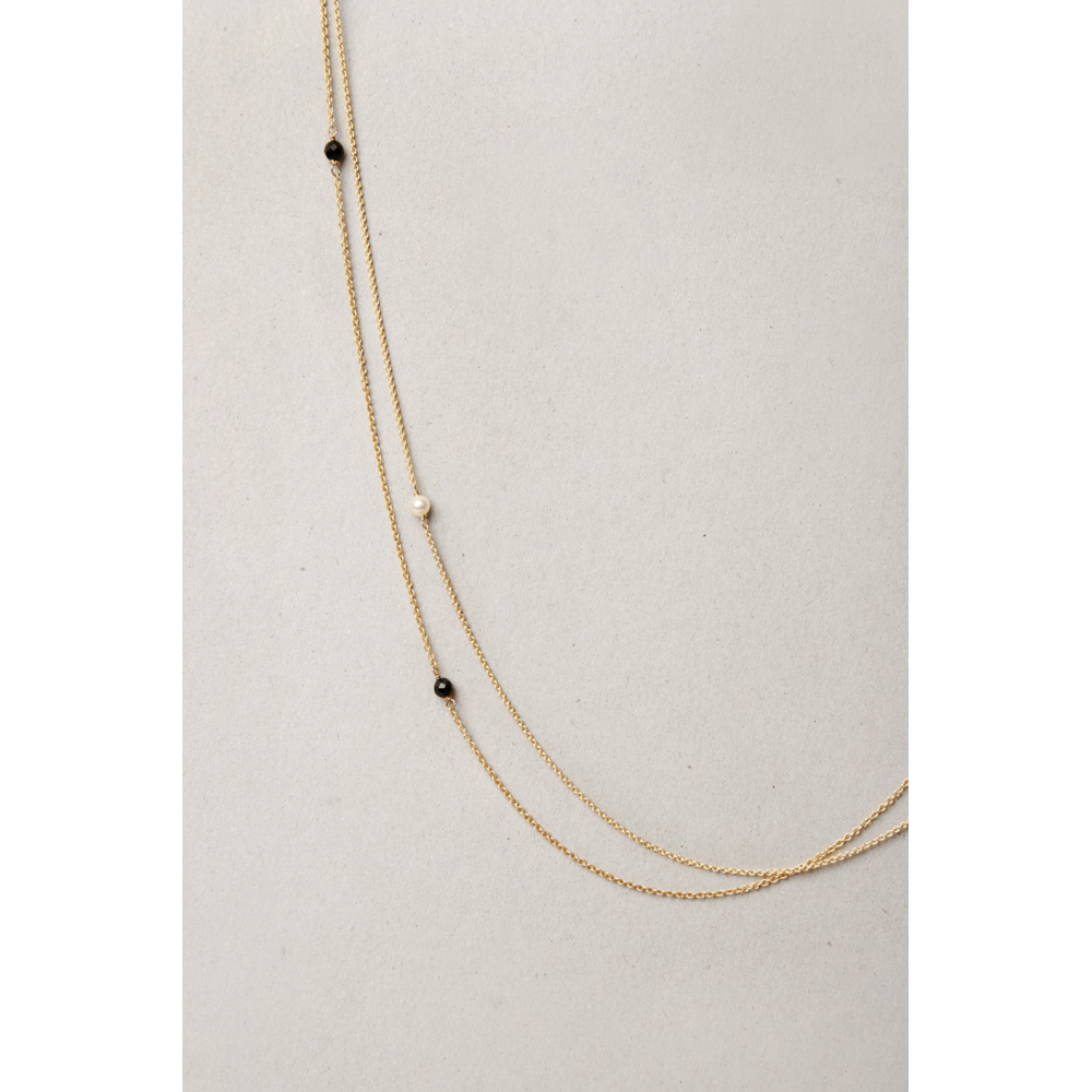 a61f9d1ee Yellow gold long thin rolò chain necklace with little black faceted agate  stones or white pearls