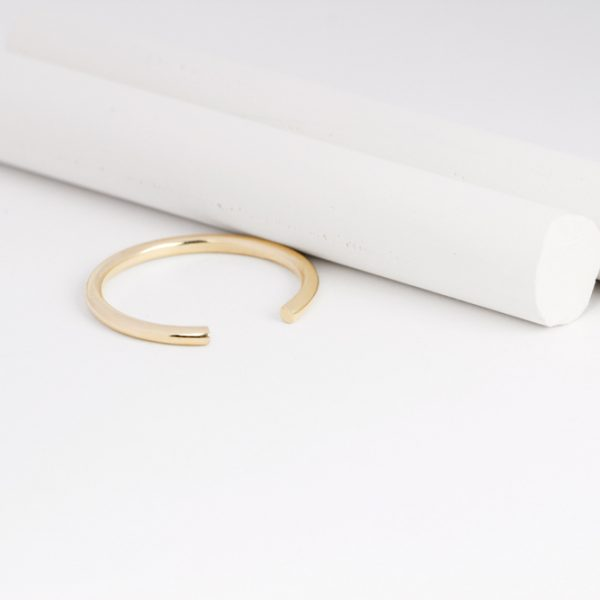 Minimalist stackable open ring made of yellow gold _ maschio gioielli milano (1)
