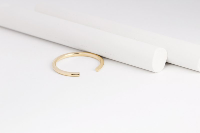 Minimalist stackable open ring made of yellow gold _ maschio gioielli milano