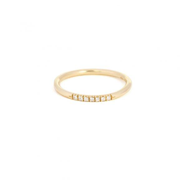 Anello minimal in oro giallo con diamanti bianchi taglio brillante _ stile eternity _ maschio gioielli milano
