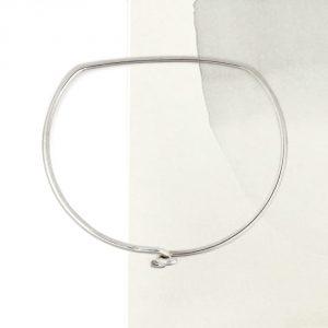 Bracciale bangle rigido in filo d\\\\\\'argento con chiusura semplice a forma di staffa a D _ maschio gioielli milano