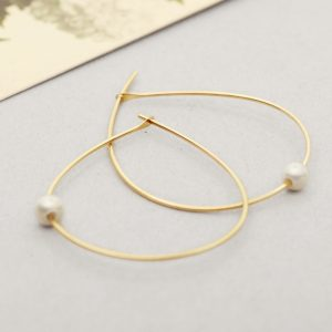 Yellow Gold Simple large thin wire teardrop hoop earrings with white pearls _ wishbone earrings _ maschio gioielli milano