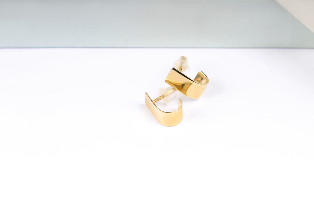 Andranno Domani. Gold earrings