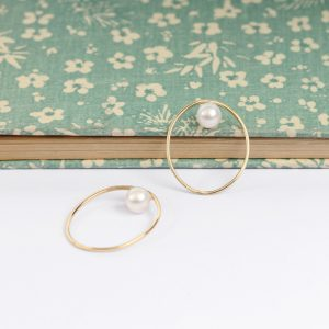 Yellow Gold Simple Minimalist Thin Oval Ring with white pearl _ maschio gioielli milano
