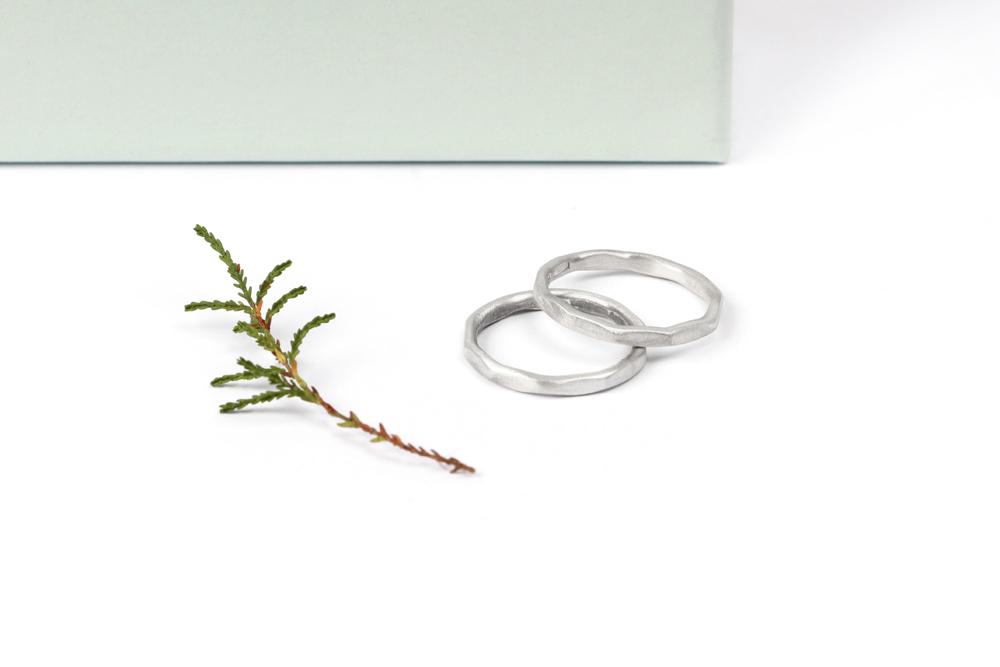La ragazza aderente. Silver ring