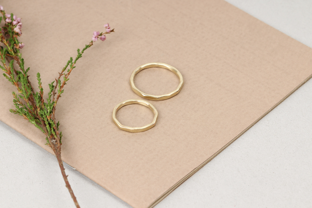 La ragazza aderente anello maschio gioielli milano for Design gioielli milano