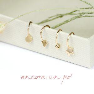 Piccoli orecchini a cerchio aperto in oro _ tondo - triangolo - pallina - stella  _ maschio gioielli milano