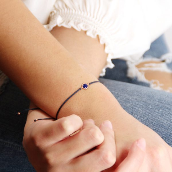 Simple colored adjustable bracelets with string and bezel set faceted blue lapis _ maschio gioielli milano (5)