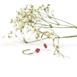 Simple thin tiny small gold hoop earrings with faceted fuchsia sapphires _ maschio gioielli milano