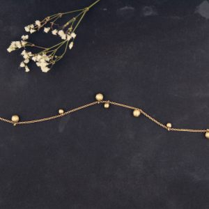 Tiny collier short necklace made of thin gold chain and asymmetric gold beads _ maschio gioielli milano