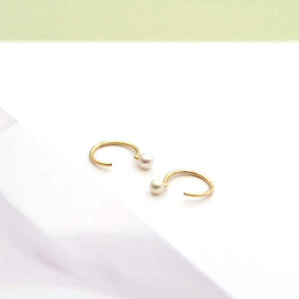 Yellow gold tiny open hoop earrings with small white pearls _ maschio gioielli milano (8)