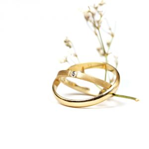 Contemporary unusual special celebration engagement wedding gold ring with diamond _ maschio gioielli milano