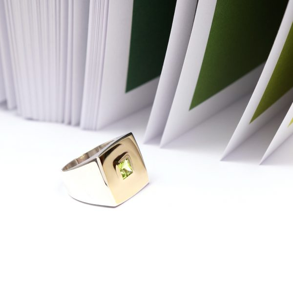 Silver and gold unisex square chevalier signet ring with green peridot stone _ maschio gioielli milano (4)