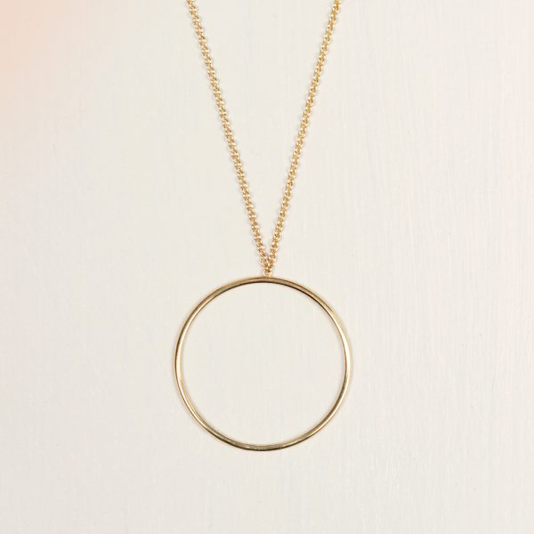 Minimal short gold chain necklace collier with thin tiny gold circle hoop _ maschio gioielli milano (5)