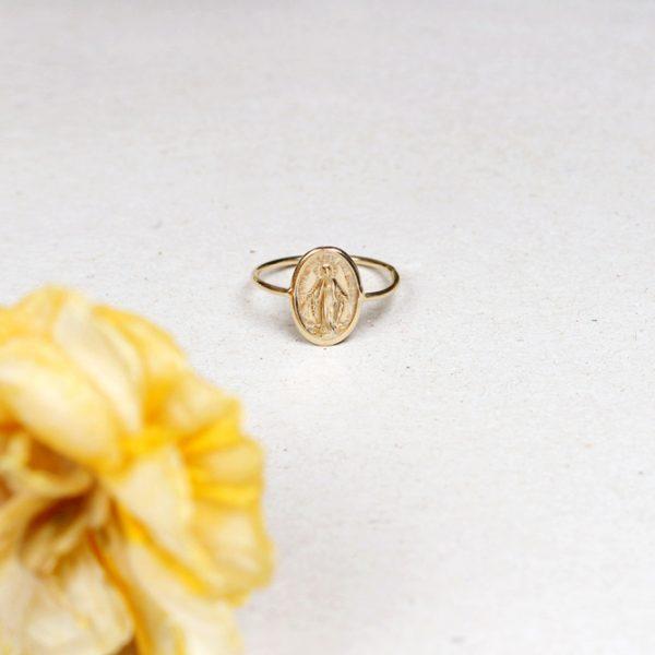 Anello sottile in oro lucido con madonnina _ maschio gioielli milano
