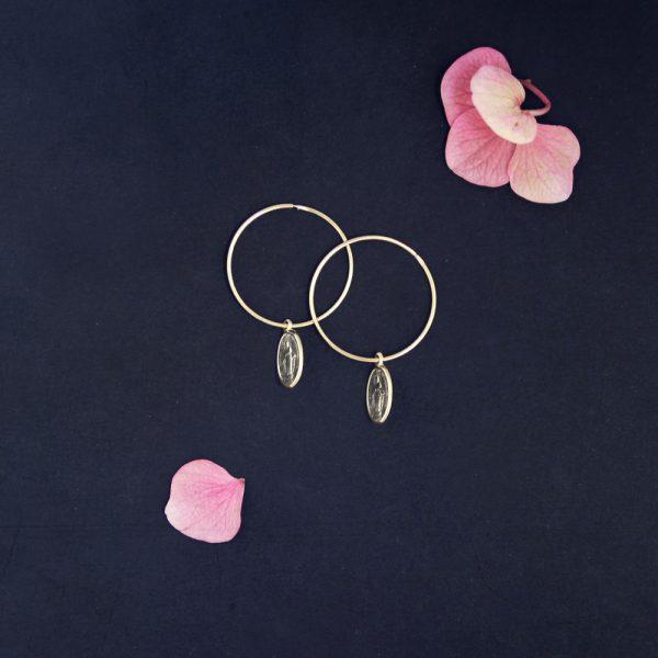 orecchini a cerchio con ciondoli con madonnina _ 25 mm _maschio gioielli milano