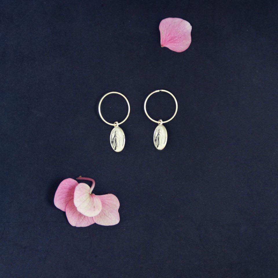 La madonna del sorriso. Hoop earrings