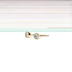 9k yellow gold little mini round stud earrings with brilliant-cut light-blue topaz _ maschio gioielli milano