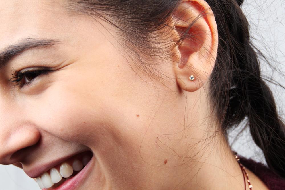 Il bacio del silenzio. Single earring
