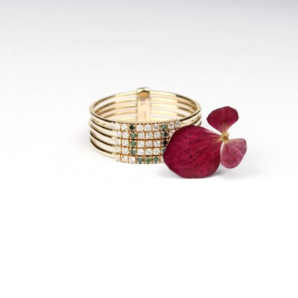 Linked stacked rings made of brilliant-cut diamonds and gold _ customized with letter U _ maschio gioielli milano