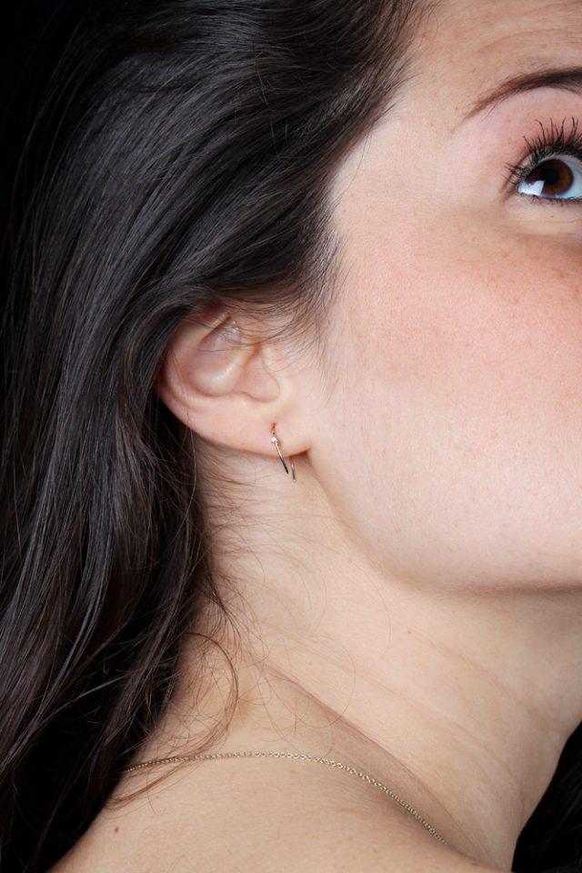 Tra parentesi silenzio. Single earring