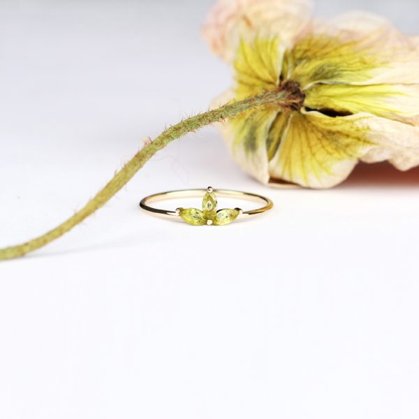 Subtle minimalist lotus flower ring made of gold and navette-cut green peridot _ maschio gioielli milano