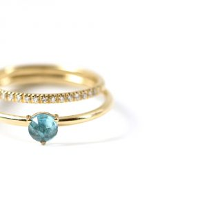 Double layered gold ring with eternity ring and light-blue solitaire ring _ maschio gioielli milano