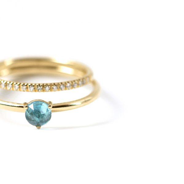 Anello doppio in oro: veretta con diamanti e solitario azzurro _ maschio gioielli milano