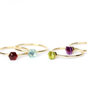 Set of contemporary gold rings with hexagon stone _ maschio gioielli milano