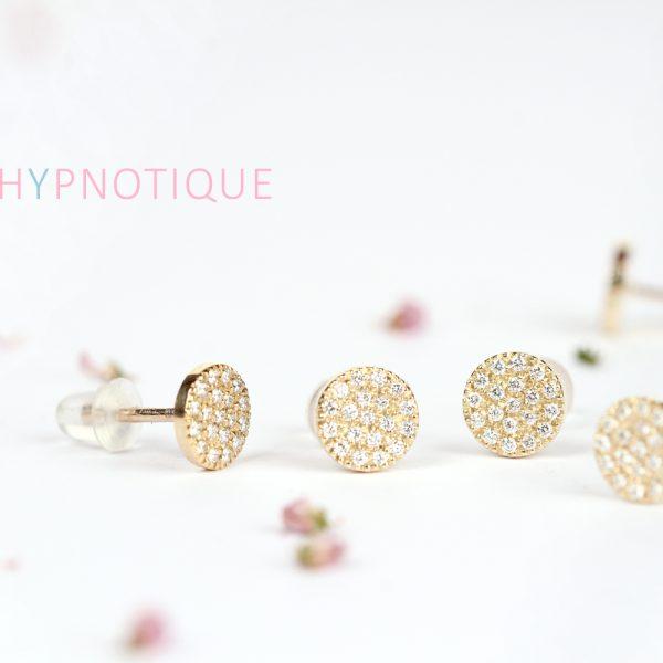 Orecchini tondi a perno in oro e pavé di diamanti bianchi _ maschio gioielli milano