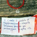 Elastic bracelet with red coral beads and gold lotus pendant _ maschio gioielli milano (1)