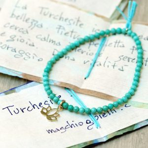 Elastic bracelet with turquoise beads and gold lotus pendant _ maschio gioielli milano