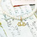 Elastic bracelet with white pearl beads and gold lotus pendant _ maschio gioielli milano