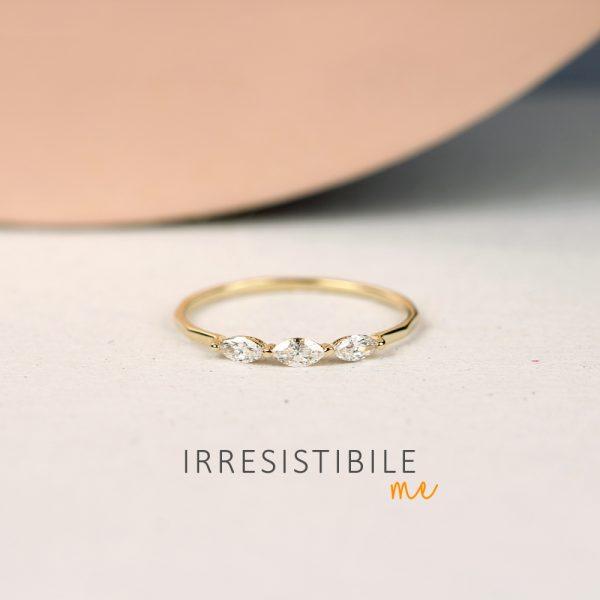 Anello in oro giallo con 3 diamanti bianchi taglio navette _ maschio gioielli milano