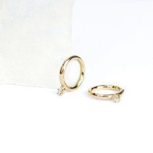 Mini orecchini a cerchio in oro giallo con diamanti _ maschio gioielli milano