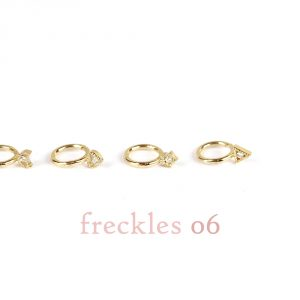 Mini hoop huggie piercing earrings in gold and brilliant diamonds _ 06 _ maschio gioielli milano