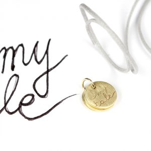Small pendant in yellow gold with customized words and drawings _ maschio gioielli milano